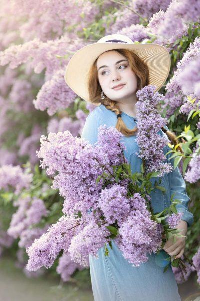 sun_light_airy_senior-girl_flowers